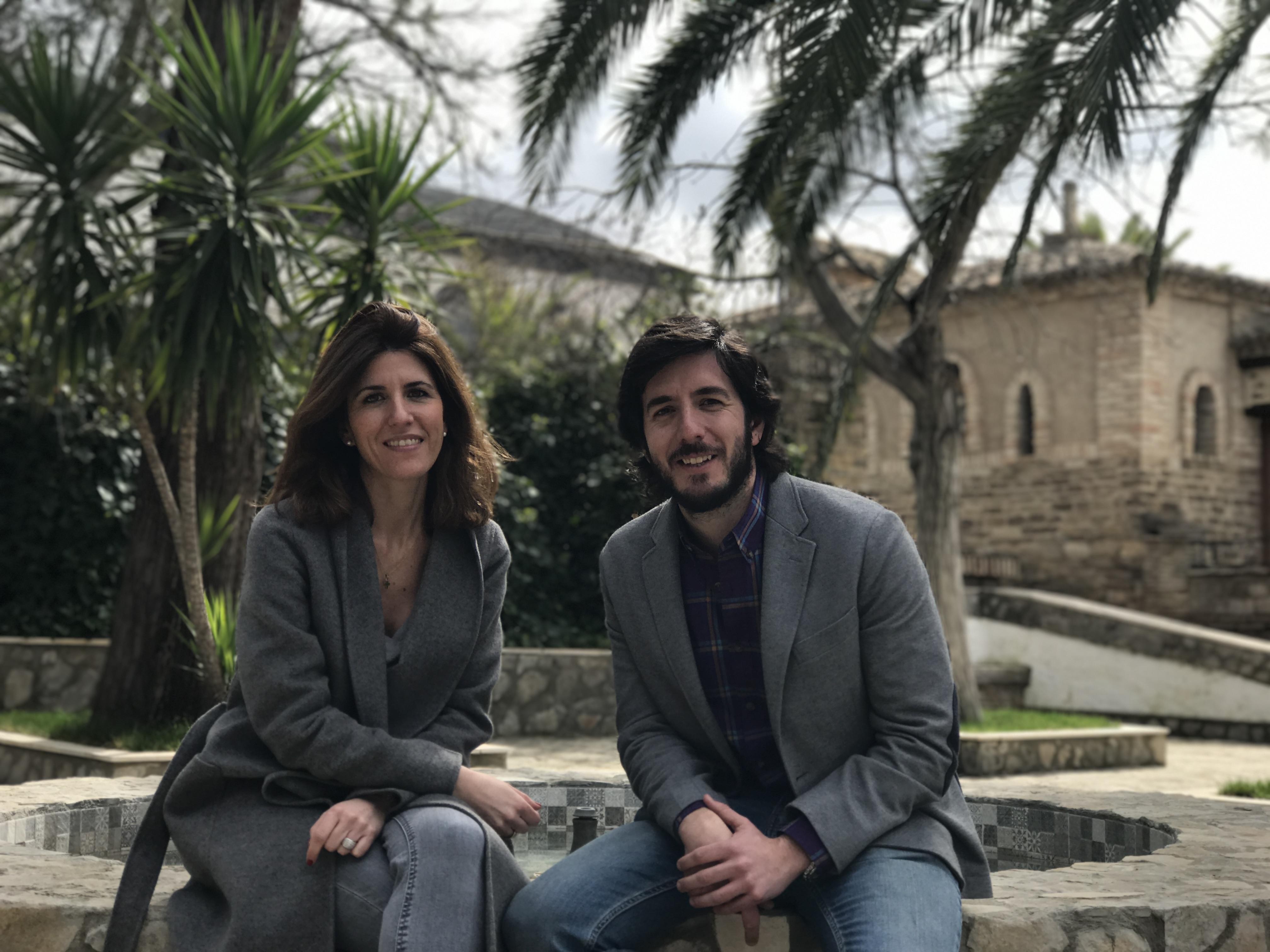 Javier con Marina Bastías, compañera en la Escuela de Protocolo de Granada.